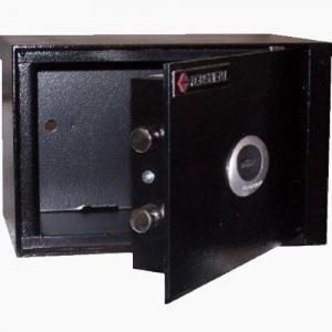 Sejf Koliber 20/S1-K to bardzo popularny sejf domowy klasy S1. Wykorzystywany jako sejf na gotówkę, dokumenty oraz pistolety. Zamykany jest jednym certyfikowanym zamkiem kluczowym klasy A lub zamkiem elektronicznym klasy B. Kolor jasny szary lub czarny. S